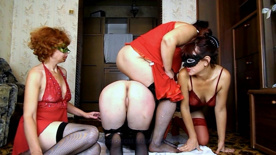 Four girls play cards on desire - Sex With ModelNatalya94  (2018) [FullHD 1920x1080 / MPEG-4]