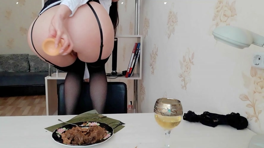 The day of shitty secretary. Lunch.(Part 2) - Sex With ScatLina  (2020) [FullHD 1920x1080 / MPEG-4]