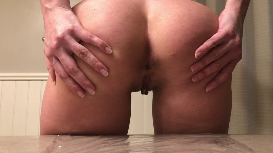 Black leggings tease counter poop - Sex With TinaAmazon  (2020) [UltraHD/4K 3840x2160 / MPEG-4]