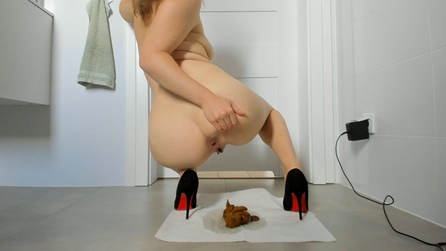 Young sexy lady shitting in high heels (2020) [UltraHD/4K 3840x2160 / MPEG-4]