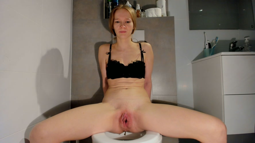 Soft smelly poop on the toilet - Sex With LucyBelle  (2020) [UltraHD/2K 2560x1440 / MPEG-4]